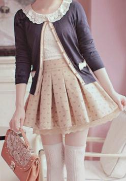 There's so many little bits to this that I love; like the lacy collar and heart-print on the pleated skirt: Asian Fashion, Casual Lolita, Kawaii Fashion, Japanese Fashion, Korean Fashion, Lolita Outfit