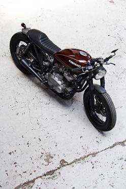 Kawasaki | More here: http://mylusciouslife.com/stylish-home-luxury-garage-design/: Motorbike, Cars Motorcycles, Kawasaki Cafe Racer, Custom Bike, Cars Bikes, Random Inspiration, Cafe Racers