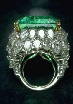 Love the bold Art Deco style of this emerald and diamond ring. Possible future wish list for a special anniversary or birthday.: 1930 S Art, 1930S, Diamonds, Art Deco Diamond, Emerald Engagement Ring, Emerald Rings