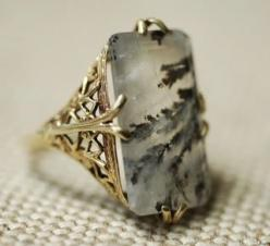 Moss agate ring w/gold filigree setting, American c. 1910