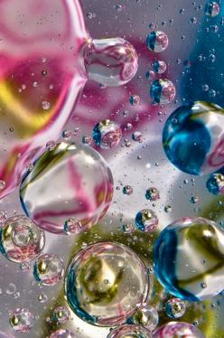 Playing in the water -: Color Bubbles, Art, Bubbles Bubbles, Dewdrops, Rainbow, Bubbles Photography