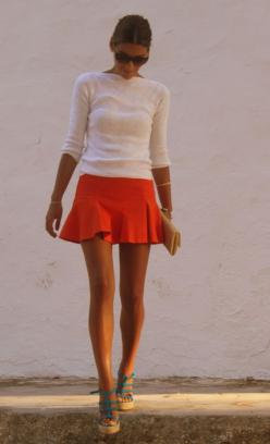 Repin Via: Chicisimo...Maybe this type of skirt might actually work on me...no skirts besides maxi skirts ever do