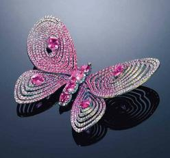 AN UNUSUAL PINK SAPPHIRE AND DIAMOND BROOCH, BY WALLACE CHAN