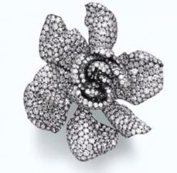 Diamond Gardenia ring by Jar, inspired the the 'ring' auction scene in Sex and the City