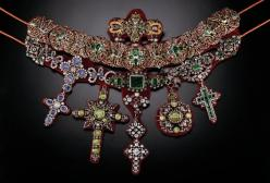 The necklace is now comprised of other jewels of illustrious provenance created by various craftsmen at different times: a cross donated by Charles de Bourbon in 1734, a cross offered by Maria Amalia of Saxony, a three piece clasp with diamonds and emeral