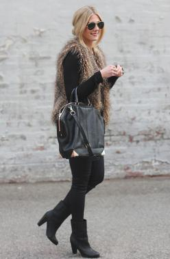20 Perfect Winter Outfits ‹ ALL FOR FASHION DESIGN: Fur Vest Outfit, Faux Fur Vests, Winter Outfit, Black Outfit, Ray Ban, Gold Accents, Fall Winter, Furry Vest Outfit