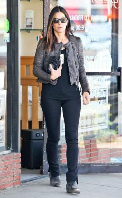 Black on black on leather from Sandra Bullock makes a great outfit for campus: Celebrity Style, Fashion, Sandra Bullock, Bullock S Style, Bullock Celebs, Style Icons, Hairstyles Celebrities Style, Celebrity Street Styles, Photo
