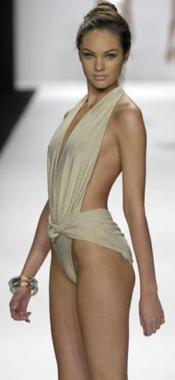 Cause that doesn't look at all like a ripped 30 yr old bedsheet lol: Fashion, Bathing Suits, Style, Carmen Marc Valvo, Candice Swanepoel, Swimwear, Runway, Candiceswanepoel