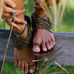 sun-ray-layne:  splendiferoushoney:  Angelina Anklet made by Lisa McDonald at Grace Bijoux  New boho/indie/hippe/vintage blog: Shoes, Boho Chic, Fashion, Angelina Anklet, Boho Sandals, Clothes, Boho Style, Bohemian Style