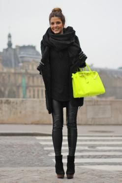 Trendy Taste.: Neon Bag, Fashion, All Black, Color, Street Style, Black Outfit, Fall Winter, Bags