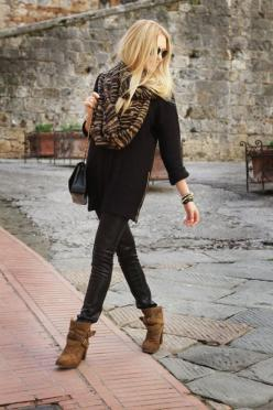 Tunic, booties and leggings: Ankle Boots, Street Style, Black Brown, Fall Outfit, Fall Fashion, Leather Pants, Scarf, Fall Winter
