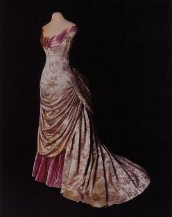 ~1890s bustled gown~ I feel like the drapes in the front would make it fit weird... but still really pretty!