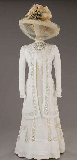 1912. What happened to femininity? This is so beautiful. Wish these dresses would come back
