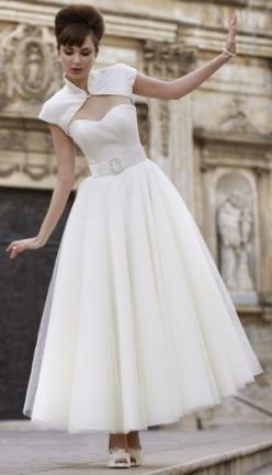 I love everything about this Stephanie Allin dress... not available in the US, unfortunately.