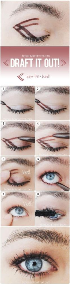 Use this drawing technique to get the easiest, most natural smoky eye ever. | 41 Life-Saving Beauty Hacks Every Girl Should Have In Her Arsenal: Natural Makeup Eyeshadow, Eyeliner Hack, Makeup Hack, Smoky Eye, Eyeliner Style